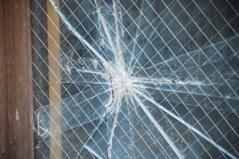 ガラスが割れてしまったときの応急処置方法